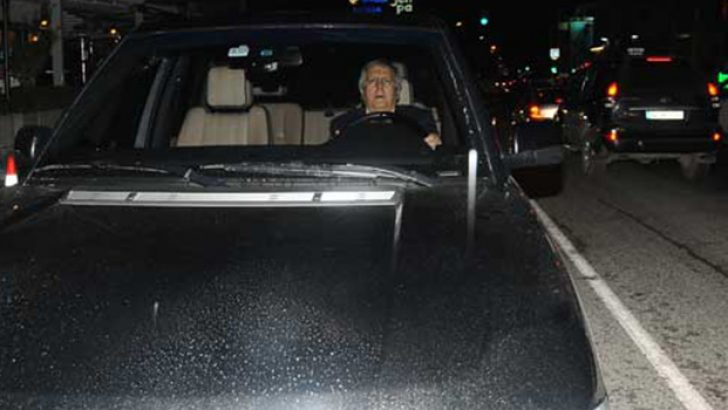 Aziz Yıldırım arabasını gazetecilerin üzerine sürdü