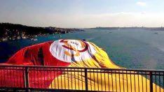 Köprülere dev Galatasaray bayrağı asıldı