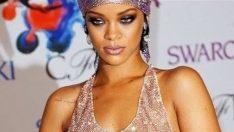 Rihanna yarı çıplak ödül aldı! Rihanna ödül fotoğrafları! 2014