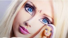 Canlı Barbie saldırıya uğradı