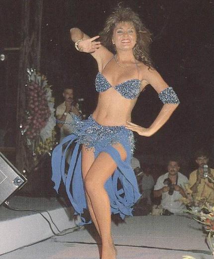 Sibel Can kariyerine dansöz olarak başlamıştı.