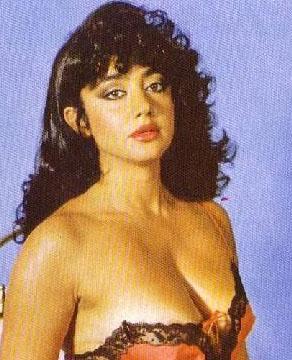 80'lerin bir başka ünlü yıldızı da Oya Aydoğan.