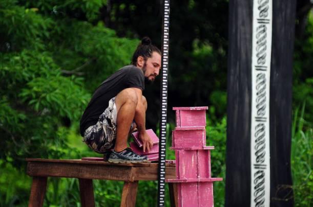 Manço'nun adada geçirdiği 100 gün için de yaklaşık 250 bin TL aldığı iddia edildi.