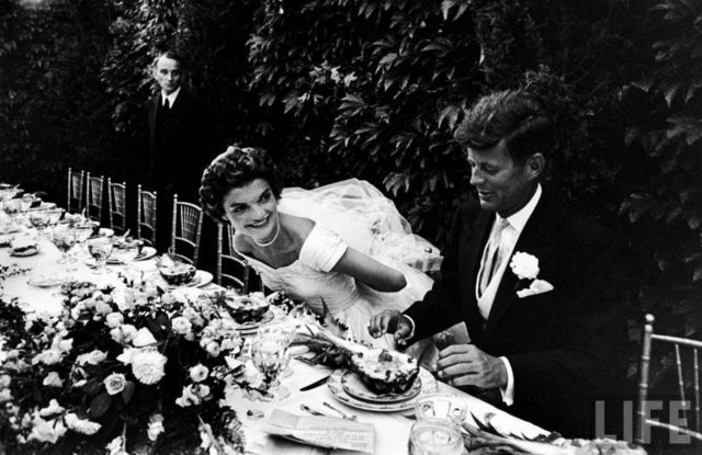 """Kennedy'nin Hava Kuvvetleri Komutanı Godfrey McHugh'ın """"Jackie tüm kadınlardan haberdardı"""" açıklamasına gönderme yapan yazar"""