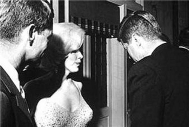 Monroe'nun Başkan'ın ikinci eşi olarak Beyaz Saray'a yerleşme hevesi