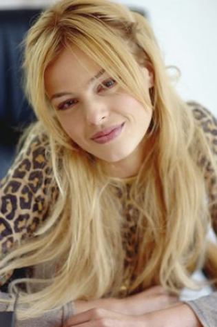 Güzel yıldız Naz Elmas'ın kendisi gibi oyuncu olan bir kız kardeşi var.