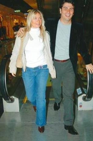 Vatan Şaşmaz ile ilişkisiyle de gündeme gelen Nergis Mizanoğlu ünlü bir şarkıcının yeğeni.