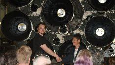 Elon Musk'ın Ay'a göndereceği ilk turist açıklandı