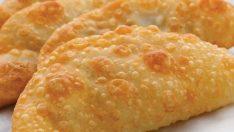 Kahvaltıların vazgeçilmezi çiğ börek nasıl yapılır? İşte yağ çekmeyen çiğ börek tarifi