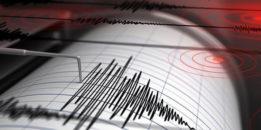 Silivri merkezli 5.8 büyüklüğündeki deprem Marmara ve Ege'yi salladı