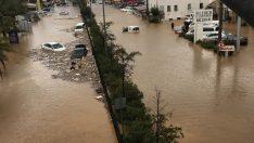 Bodrum sular altında! Yağış Bodrum'u felç etti, araçlar sürüklendi
