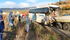 Kastamonu'da askerleri taşıyan otobüs TIR'a çarptı: 2 ölü, 31 yaralı
