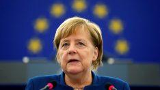 Merkel'den Fransa'nın Avrupa Ordusu önerisine destek