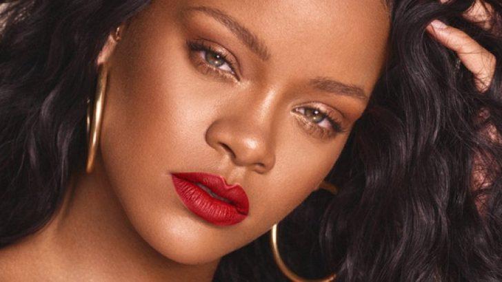 Rihanna iç çamaşırlı fotoğraflarını paylaştı!