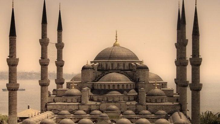 Istanbul Da Cuma Namazi Saat Kacta Istanbul Da Oglen Ezani