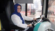 4 çocuk annesi kadın, eşiyle birlikte halk otobüsünde şoförlük yapıyor