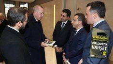 Cumhurbaşkanı Erdoğan, Diplomatik Vahşet kitabını inceledi!