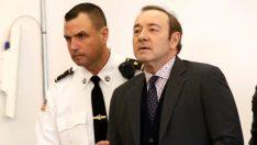 Oscar ödüllü oyuncu, 18 yaşında bir erkeğe taciz suçundan hakim karşısında