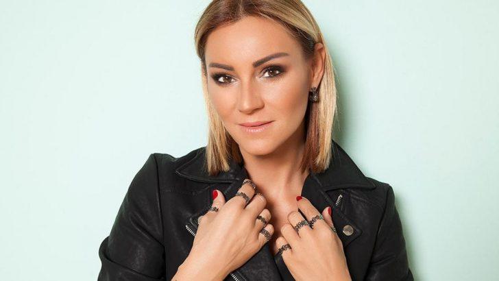 Pınar Altuğ da bornoz akımına katıldı