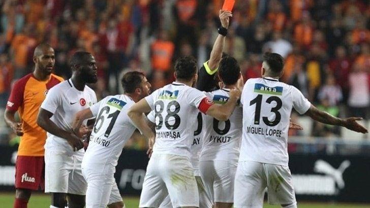 Akhisarsporlu futbolcu Güray Vural: Suat Arslanboğa'nın Allah belasını versin!