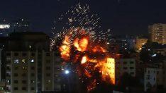 İsrail, Gazze'de AA ofisinin de bulunduğu binayı vurdu