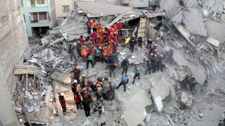 Elazığ'da enkazdan 2 kişi daha çıkarıldı