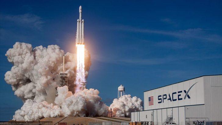 Ertelenen uzay yolculuğu başladı: SpaceX'in Crew Dragon roketi fırlatıldı