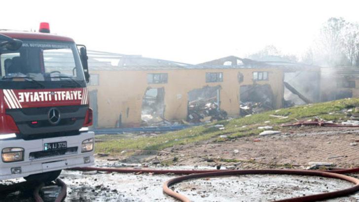 Patlama yaşanan fabrika tamamen söndürüldü