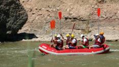 Binali Yıldırım, memleketi Erzican'da rafting yaptı
