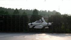 Japonların uçan arabası yolculu uçuş denemesi yaptı
