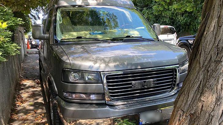 Kenan İmirzalıoğlu'nun aracının logosu çalındı
