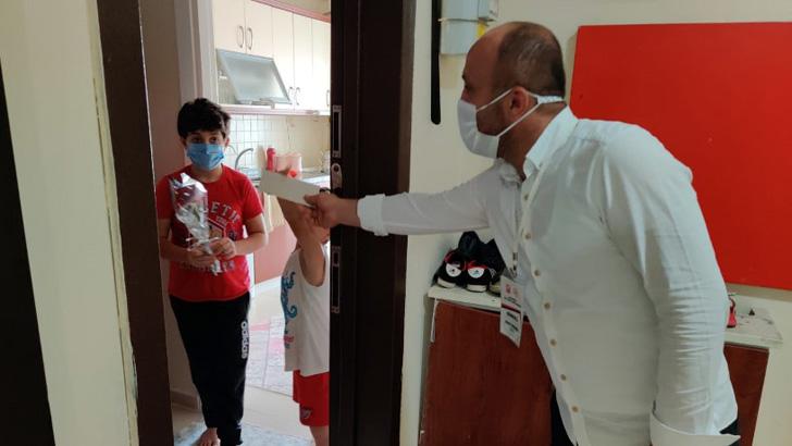 Kurallara uyan koranavirüs hastalarına teşekkür ziyareti